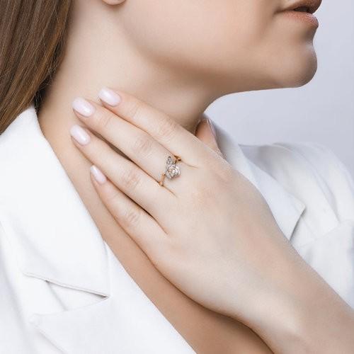 Кольцо 4010620 SOKOLOV в виде розы с рубинами, бриллиантами и изумрудами