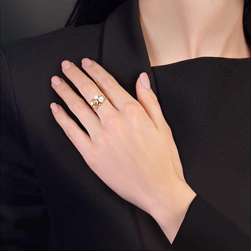 Кольцо из золота с жемчугом, ювелирный завод ПЛАТИНА